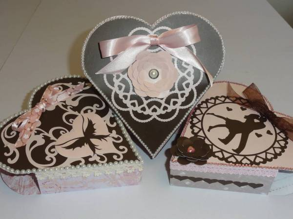heart boxes decorated with vinyl