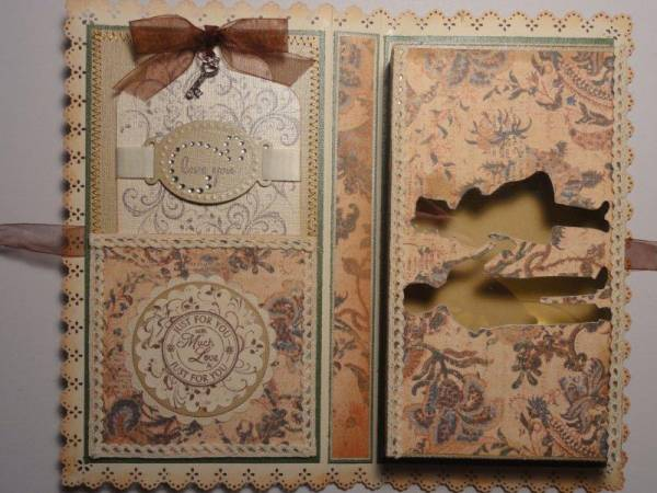Interior_of_bookbound_gift_box_with_tag_2