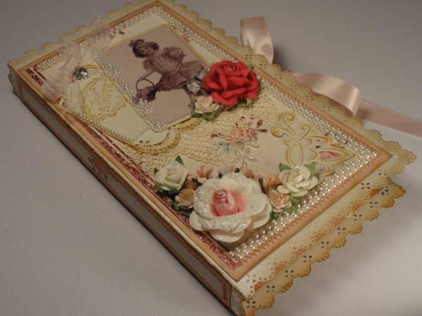 bookbound_gift_box_with_tag_1