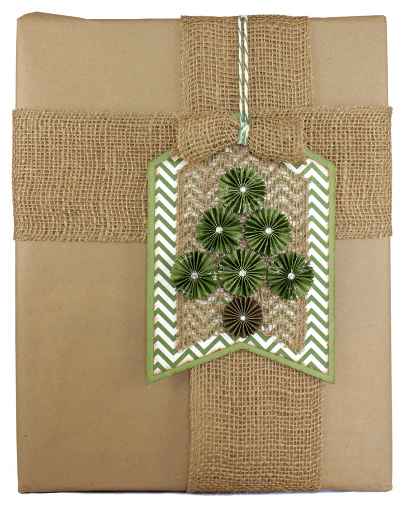 12-Days-of-Gift-Wrapping-Day-6-Rosette-Tree-Tag