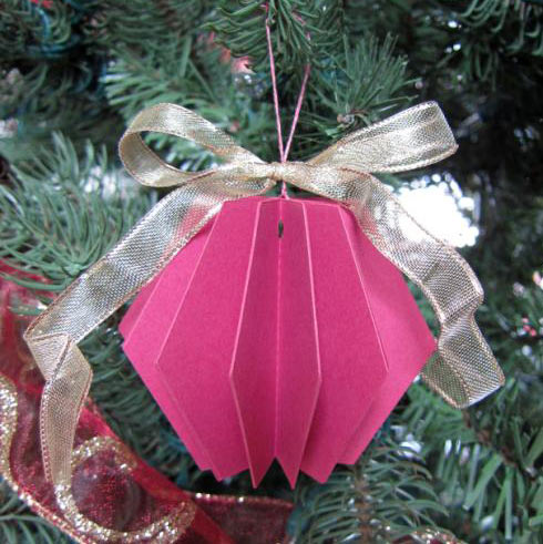 folded paper ornaments Coiled paper tree ornament the folded paper behaves differently than a plain ol' paper strip if/when the paper buckles, simply pleat the paper so that the folded edge remains constant ideas from the elves: use different prints of scrapbook paper to make the tree look textured.