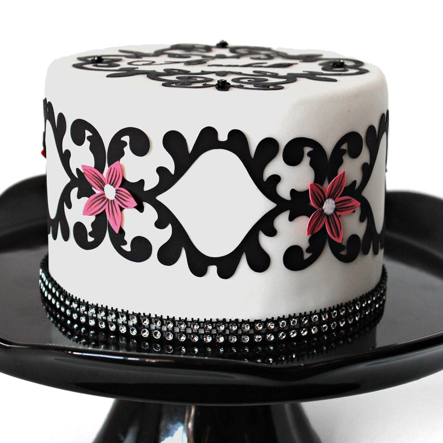 N-_Online-Image-Library_Name-Folders_Design-Team_Angie-Contreras_Cut-Sugar-Sheet-Decorated-Cake-SQR
