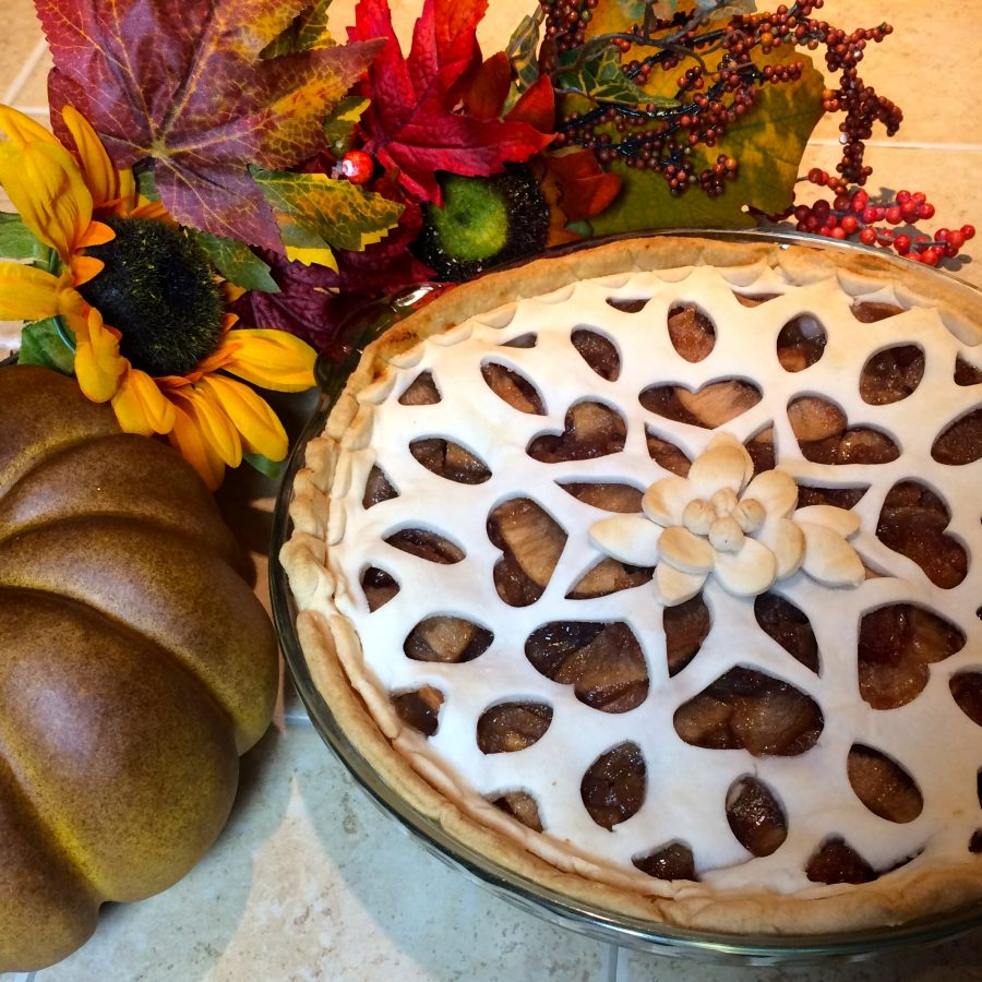 Custom lace flower pie crust with the Pazzles Inspiration and pastry tool