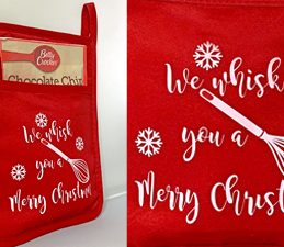 Pazzles DIY Pocket Hot Pads for Christmas Gifts. Instant SVG download compatible with all major electronic cutters including Pazzles Inspiration, Cricut, and Silhouette Cameo. Project by Lisa Reyes.